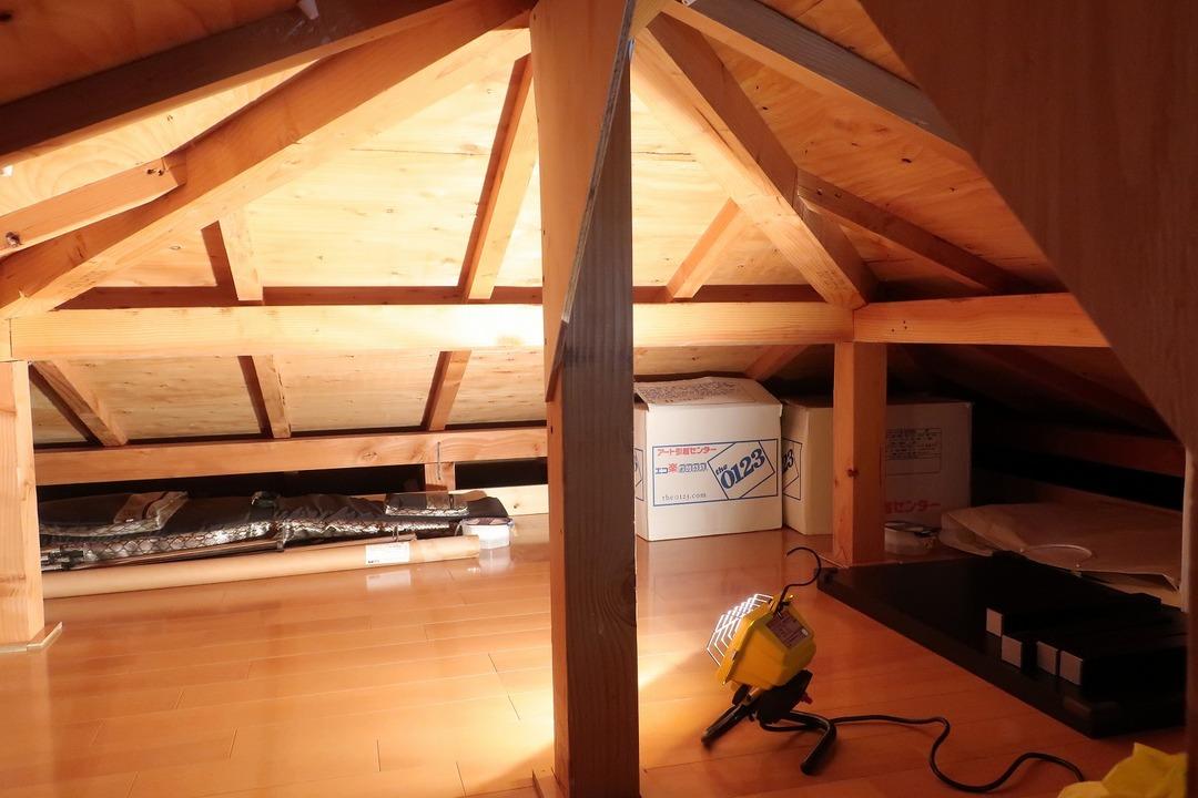 屋根裏収納をカスタム (11)