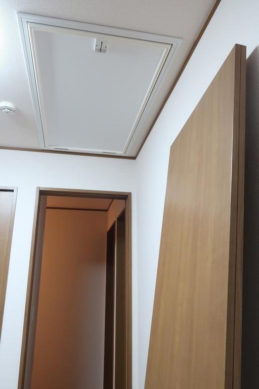 部屋の内開きのドアを外開きに変更 (8)