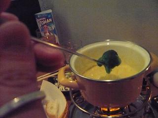 チーズフォンデュとブロッコリー