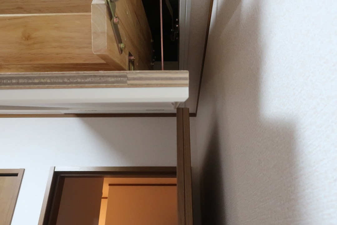 部屋の内開きのドアを外開きに変更 (3)