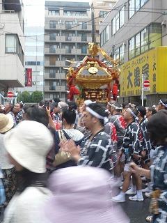 富岡八幡宮例大祭裏道でも神輿