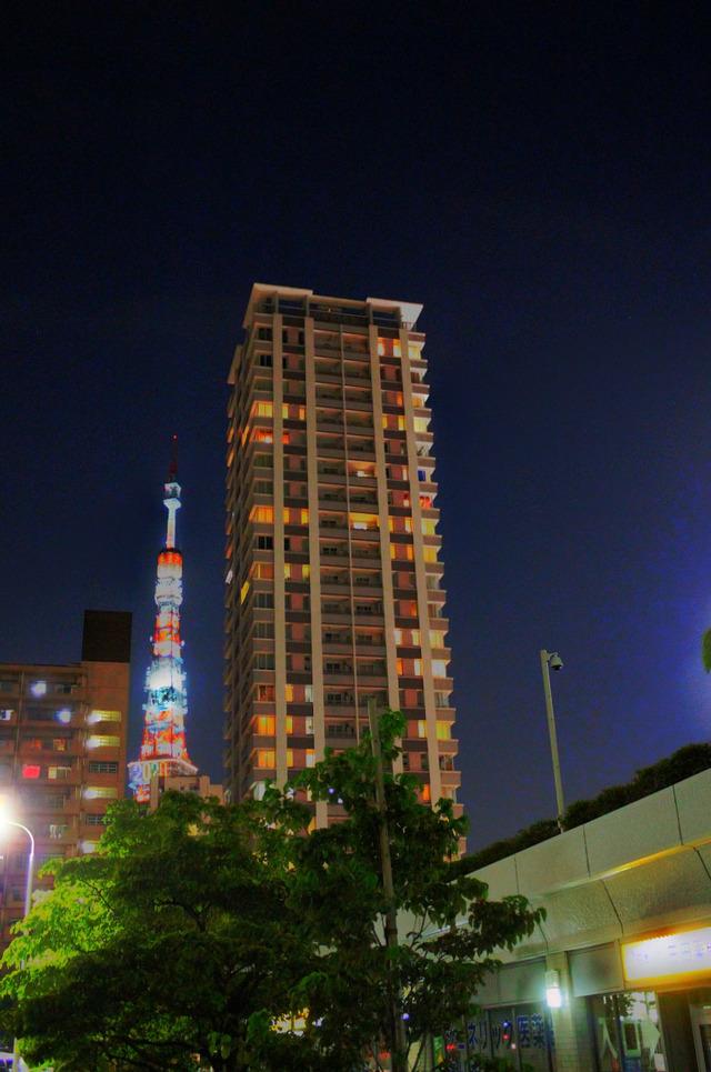 東京タワーとマンション