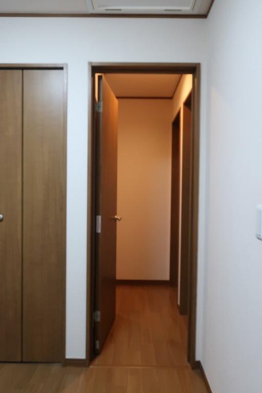 部屋の内開きのドアを外開きに変更 (14)