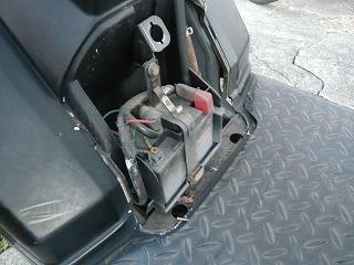 ジャイロXミニカーバッテリー交換 (6)