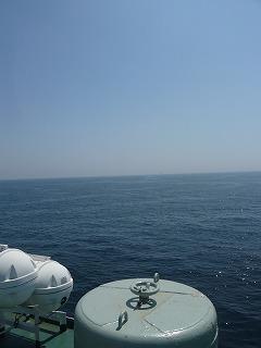 海と空と船
