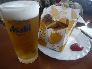 生ビールとポテトフライ