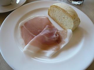 生ハムとパン