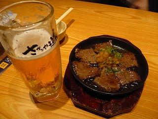 生ビールとサイコロステーキ