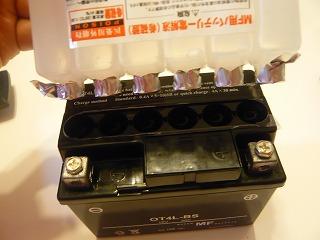 ジャイロXミニカーバッテリー交換 (2)