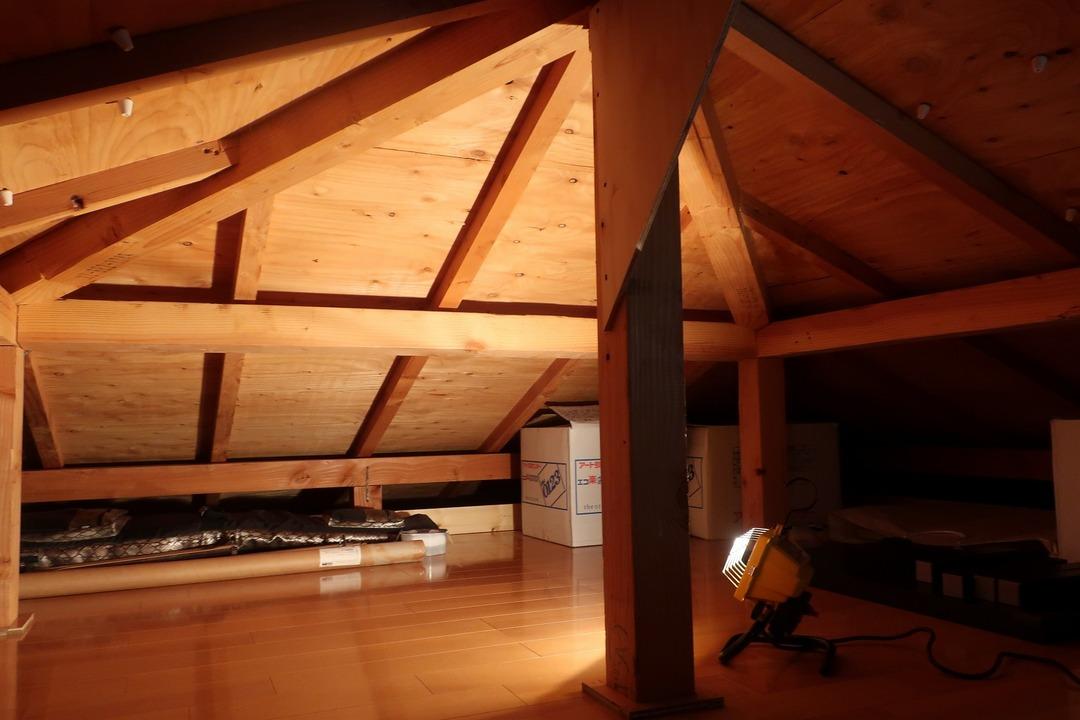 屋根裏収納をカスタム (7)