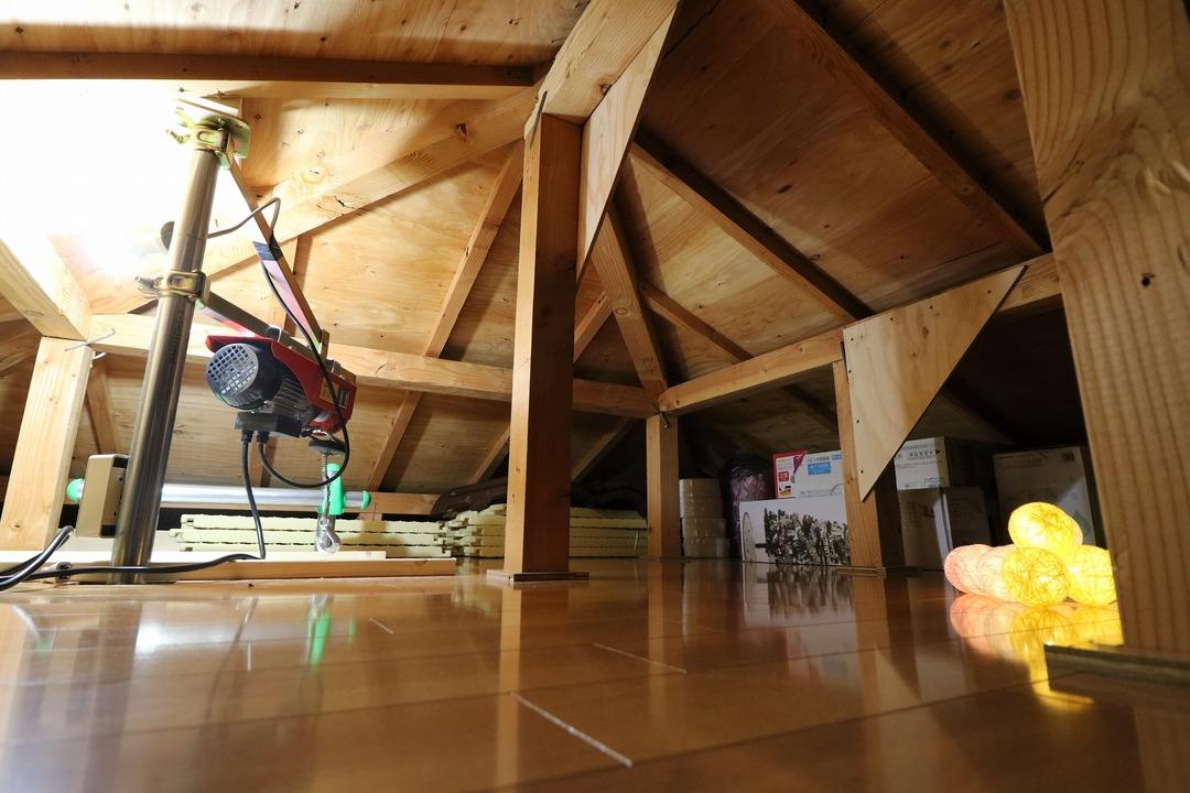屋根裏収納完成 (7)