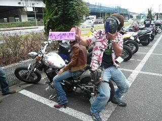 主役と女の子バイカー