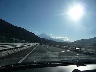 中央自動車道と富士山