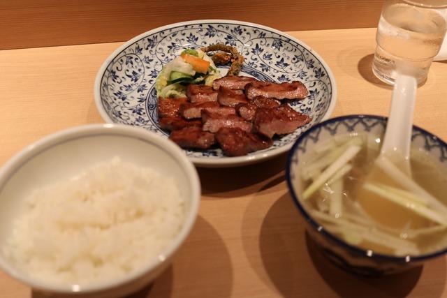 味の牛タン福助 (1)