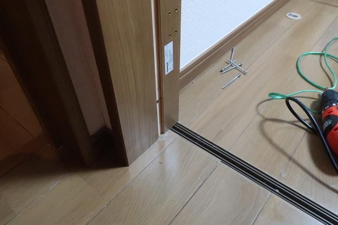 部屋の内開きのドアを外開きに変更 (10)