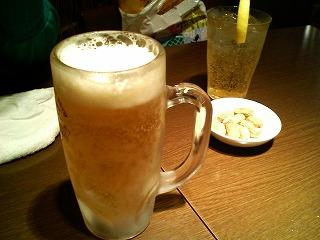 生ビールと杏酒ソーダ割