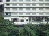 対岸の旅館