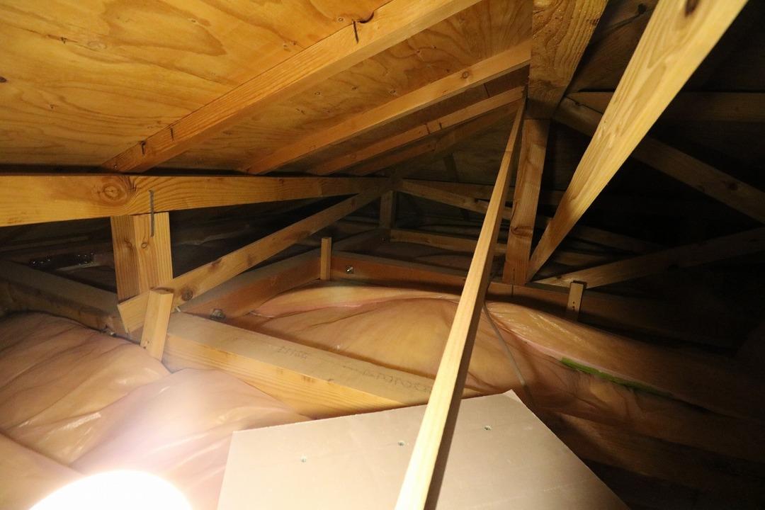 屋根裏収納 (2)