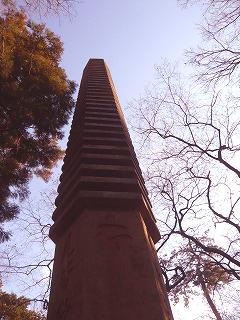萬霊塔と空