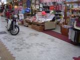 商店街とバイク