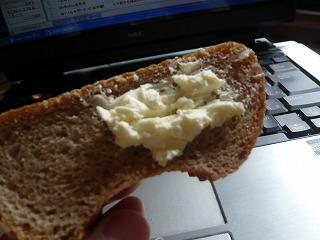 ライ麦パンとクリームチーズ
