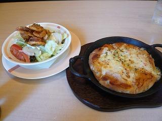 ピザとイカのフリッターサラダ