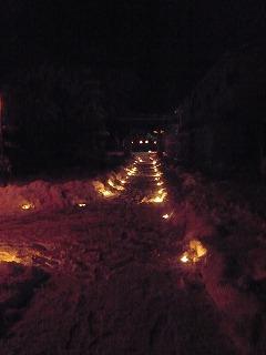神社と参道と炎