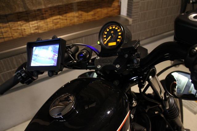 バックカメラとモニター (1)