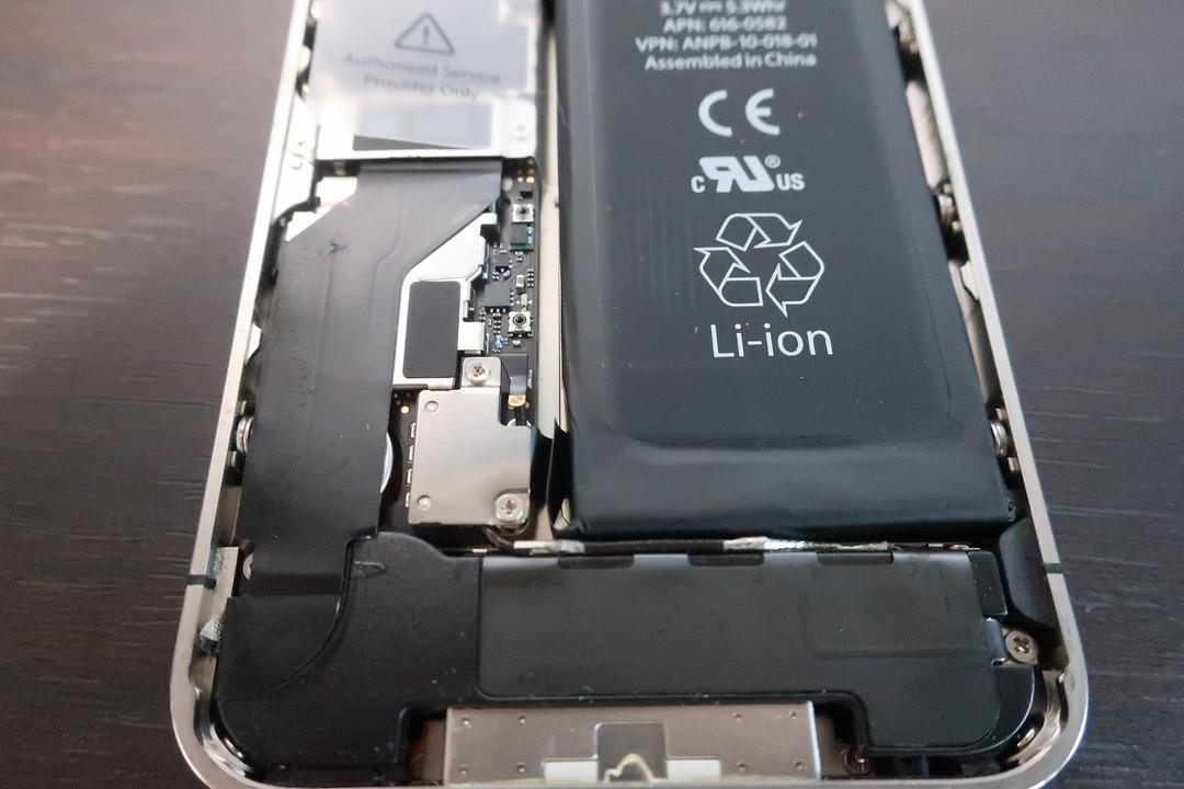 iPhone4sのバッテリー交換 (10)