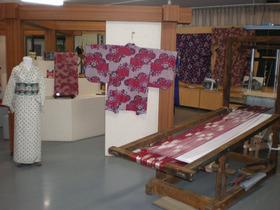 展示室 「あの花」オリジナルイラストをもとに実際に製作した絹織物「秩父銘仙」の... 「鷲ノ繪」