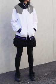 暁美ほむらデザインパーカー着女性イメージ2s