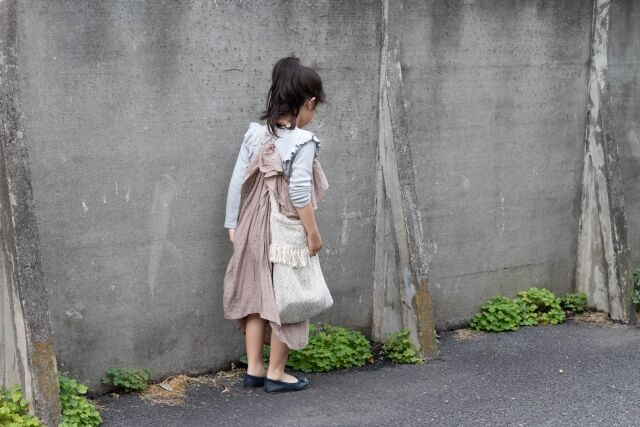 散歩する女の子
