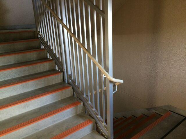 集合住宅の階段