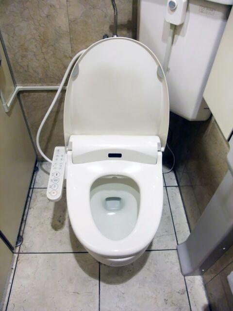 個室内のトイレ