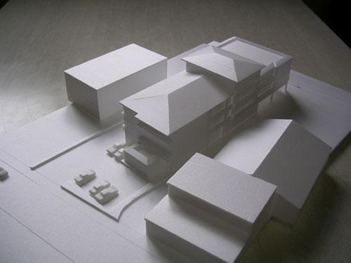 南西方向からの建築模型写真