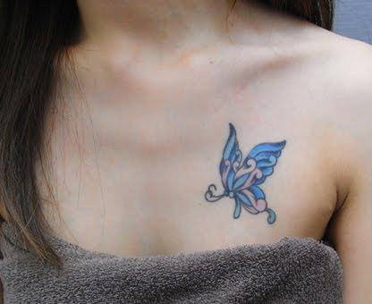 左胸に蝶々1