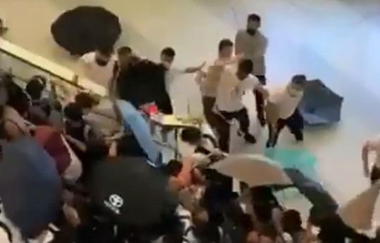 白シャツ集団-香港デモ報復