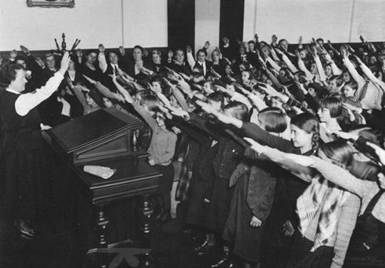 ヒトラー礼賛