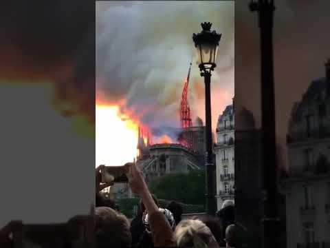 炎上するノートルダム大聖堂