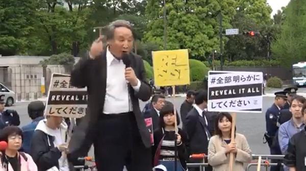 金子勝教授、国会前で大絶叫