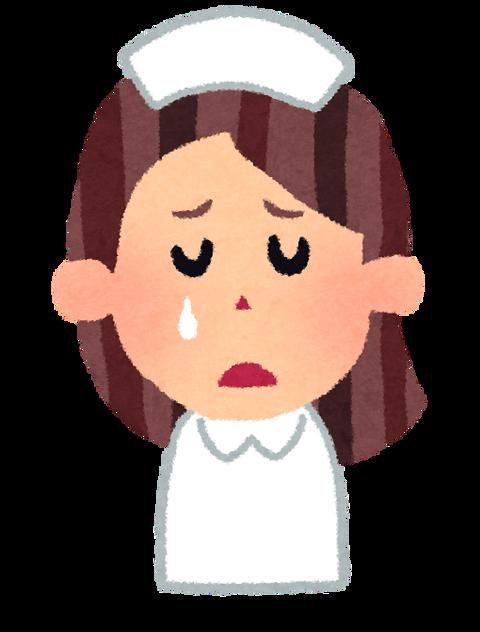 看護師泣く