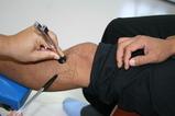 音叉による振動が骨損部位で共鳴