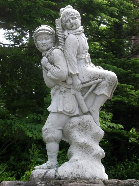 Nomugi_Pass_Masai_Mine_and_Masai_Tatsujiro_statue