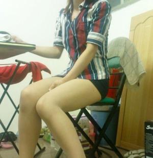 スレンダー美脚お嬢さんのエロ自撮りが足フェチ的にナイスwww