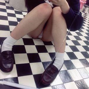 JK見学クラブで撮影された生々しいパンチラ画像!