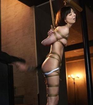 【ドスケベ女子】縛り上げ鞭打ち!ベッキー激似女優がハードSM調教で責められぐったりwww