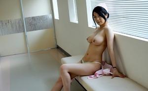 この看護婦さん性的すぎwwwくびれ巨乳で濃厚フェラ抜きwww