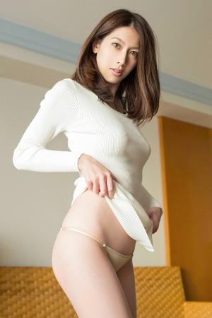 アラサーグラドル・小林恵美のいろっぽい体www