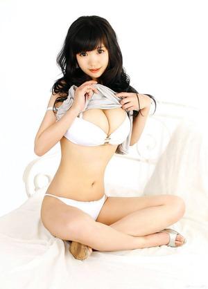盛り上がる乳肉www乳コキ妄想が捗る乳の谷間画像www