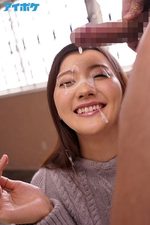 めっちゃいい笑顔で汁男優の顔射を受けるドスケベ癒し系美人さんwww